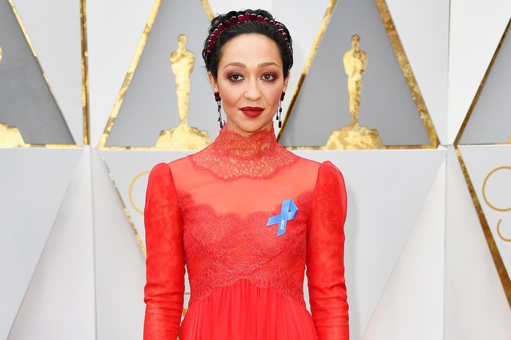 Hollywood's stars are coming out in support of the American Civil Liberties Union tonight at the Oscars. Ruth Negga, Lin-Manuel Miranda, MoonlightdirectorBarry Jenkins, and Karlie Kloss are…