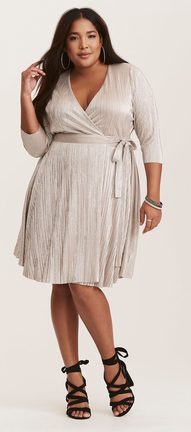 Alle Kleider partykleid für mollige : Die besten 25+ Plus size holiday dresses Ideen auf Pinterest ...
