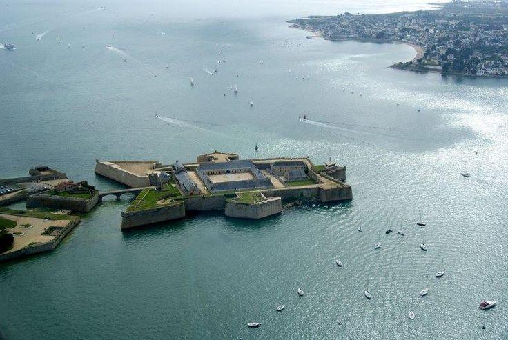 La citadelle de Port-Louis en face de Larmor-Plage Morbihan France