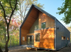 The Matchbox House, Michigan / USA by ba-u The concept for the house is a matchbox in which the four inner quadrants (cedar siding) slip past one another within the outer sleeve (standing seam metal wrapper)