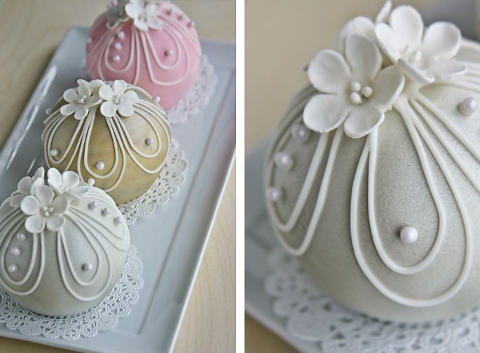 How to make bauble cakes. (So THAT's what they're called!)