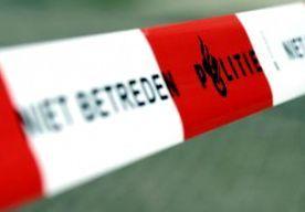 16-May-2014 7:32 - PLOFKRAAK OP ING-BANK ZEVENAAR. In Zevenaar is een plofkraak gepleegd bij de ING-bank. Het ziet ernaar uit dat de voorgevel van het pand is opgeblazen. De schade is groot. Volgens Omroep Gelderland was er rond half vier een explosie, die tot ver in de omtrek te horen was. De daders hebben ook geprobeerd om de geldautomaat met een auto te rammen. Of er iets buit is gemaakt, is niet bekend. De ING-bank staat in een winkelstraat in Zevenaar. De omgeving is afgezet.
