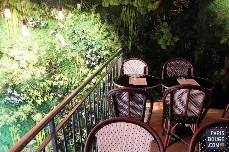 Restaurant Les Petites Ecuries : jolie terrasse cachée pour l'été. Crédit photos : Camille Tissot / ParisBouge.com.