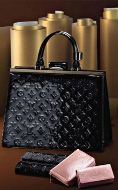 Louis Vuitton @}-,-;—