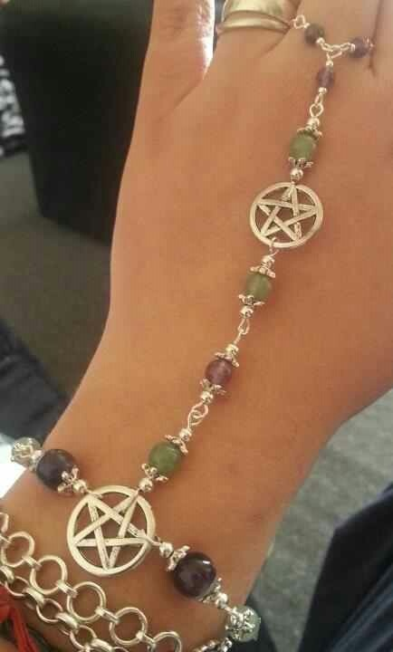@Pati Thomas  isn't this pretty? i haven't checked the link just thought the jewelry was pretty
