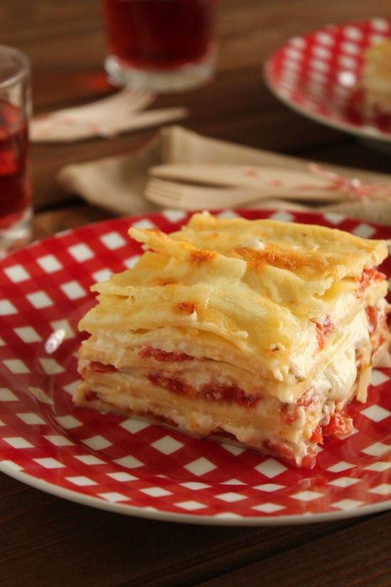 Λαζάνια με σάλτσα τυριού και ντομάτα