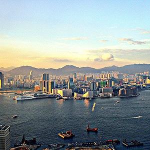 #Hong Kong  http://selection.readersdigest.ca/voyage/destinations-de-voyage/les-10-tours-aeriens-les-plus-spectaculaires-au-monde?id=4