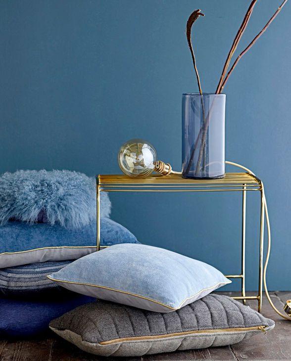 wandfarben wohnzimmer schlafzimmer wandfarbe farbenfroh pantone farben kissen blau wand marine wnde marmor deko - Schlafzimmerwandfarbe Fr Jungs