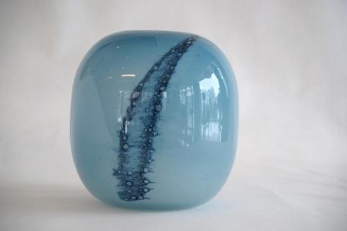 Benny Anette Berg Motzfeldt (1909-1995) Vase med bobler h 17cm dia 16cm STUDIO Glasshytta Fredrikstad Norway ca 1980 +