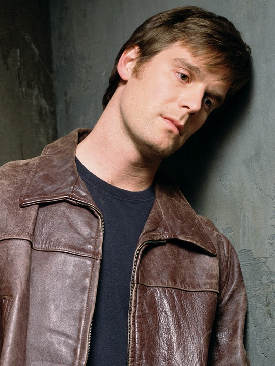 Peter Krause-Six Feet Under. The man is gorgeous.