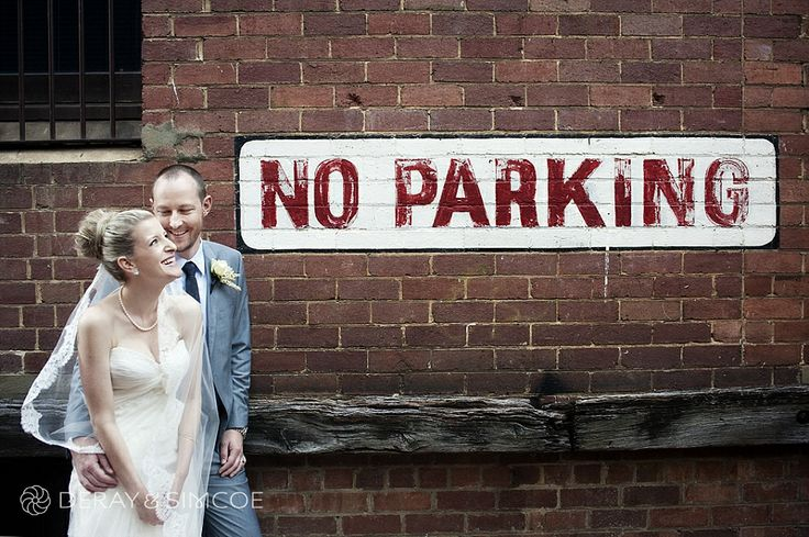 Urban wedding photos in an alleyway  Location ~ King Street, Perth  Photography by DeRay & Simcoe