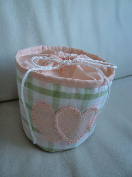 Porta Papel Higenico,feito em tecido 100% algodão,forrado c/ manta acrílica.  Medidas 12 cm alt x42 cm larg