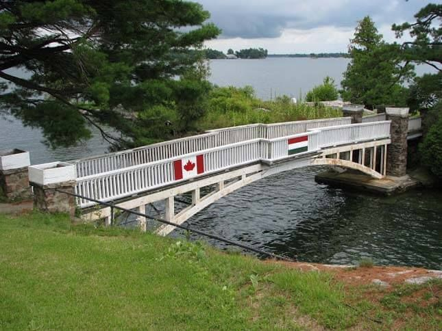 The 'Border-Straddling' House of Myths, The Shortest International Bridge in the World