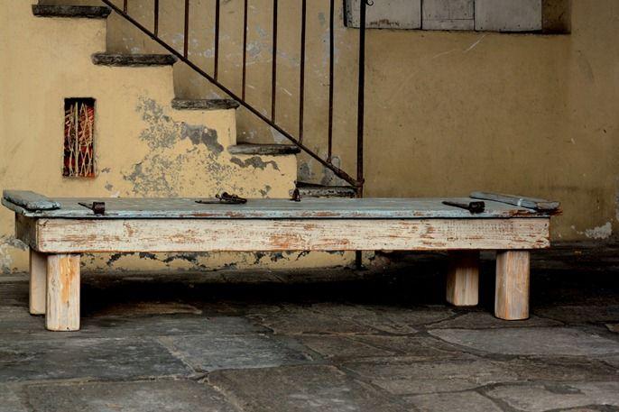 Tavoli in legno da recupero realizzato con una porta antica, riuso materiali…