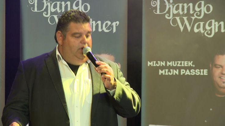 Zanger Django Wagner overladen met goud bij presentatie van zijn nieuwe ...