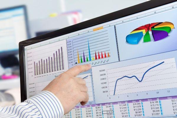 """12.01.2018 Cuma sabahı itibariyle açıklanmış önemli şirket haberlerinin Ziraat yatırım araştırma bölümü değerlendirmesi ile aşağıda bulabilirsiniz. Petkim (PETKM, Öneri """"EKLE"""", Nötr): Fitch Ratings Şirket'in uzun vadeli kredi ratingini 'B', görünüm durağan, olarak ve..."""