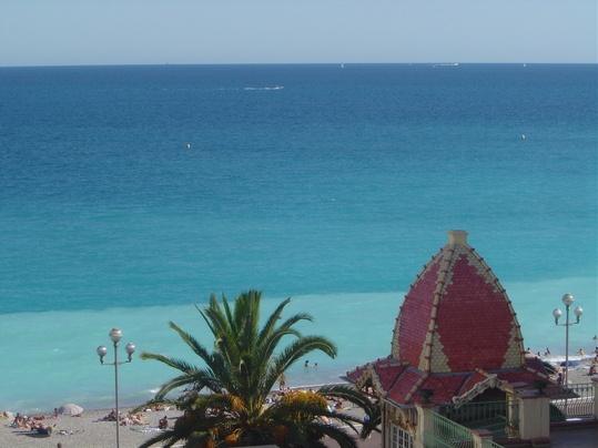HouseTrip.com – Entire Apartment in Nice: Meuble avec vieu sur mer