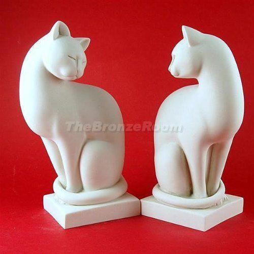 """Потрясающий пара мраморных кошек - гладкая и здорово, с использованием 90% белого итальянского каррарского мрамора.  Общий вес: 4 кг ок Высота каждого: 8.5 """"(21 см) / Ширина 5"""" (13 см) / Глубина: 3.5 """"(9 см)"""