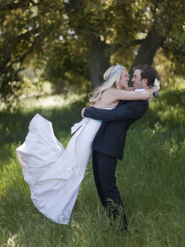 modern black and white wedding photoshoot: www.joyfulweddingsandevents.com