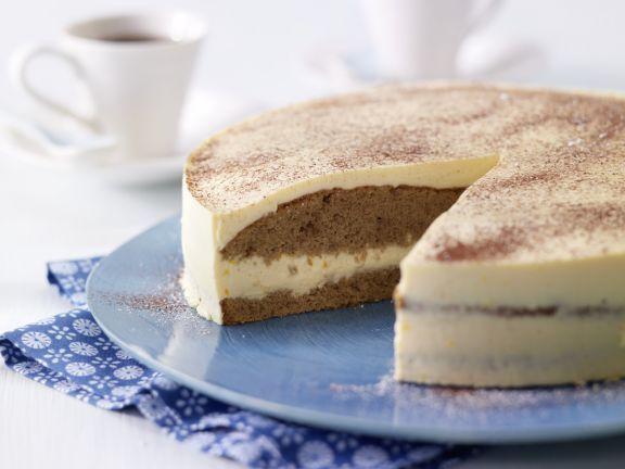 Eierlikörtorte mit Kaffeebiskuit: ein festliches Prachtstück nicht nur zu Ostern! Wer mag, kann den Eierlikör durch Vanillesauce ersetzen.