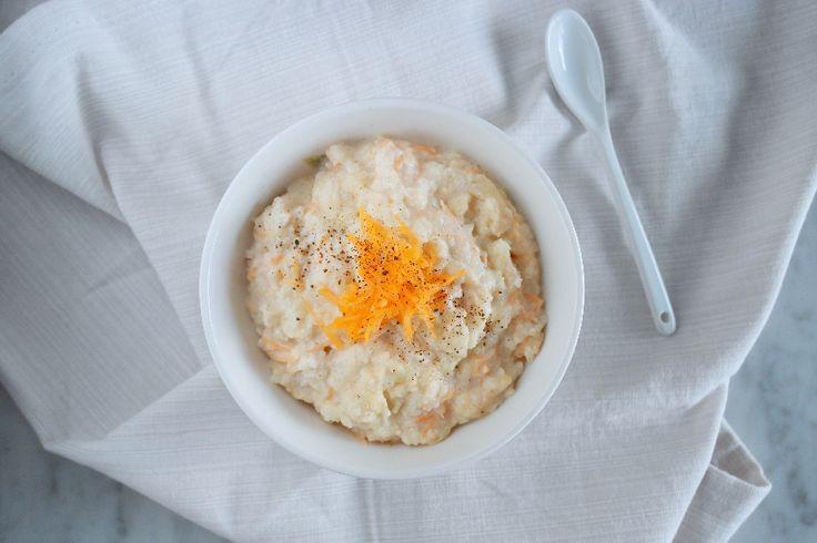 Porridge di fiocchi di riso con cocco e carote