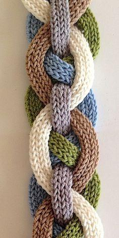 Ravelry: Iquitos Flat i-Cord sjaal patroon van Laura Cunitz