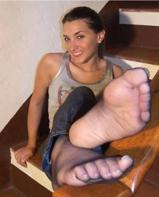 Sweaty Nylon Feet 78