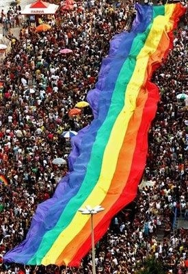 El desfile del Orgullo Gay en Madrid, se celebra el primer fin de semana de julio y ya se ha convertido en una de las fiestas más importantes, divertidas y multitudinarias de la capital.