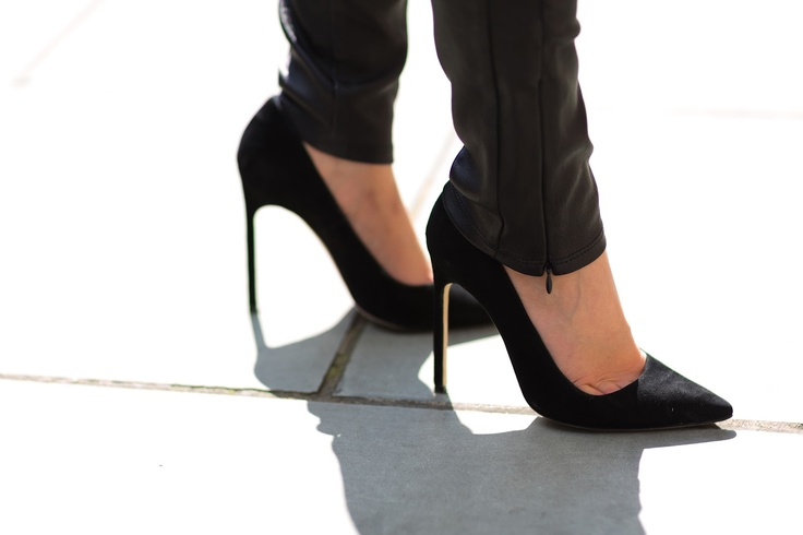 perfect. pumps.Perfect Black, Blahnik Shoes, Black Pumpsalway, Manolo Blahnik, Art, Black Heels, Perfect Pump, Inspo Shoes, Perfect Heels