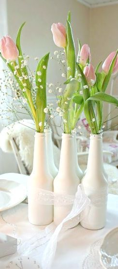 Botellas pintadas, bellos floreros.