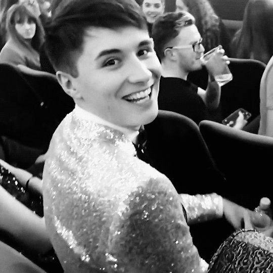 Dan is so--OH MY GOSH THAT GIRL IN THE TOP LEFT IS ME IF I WAS THERE. SAME