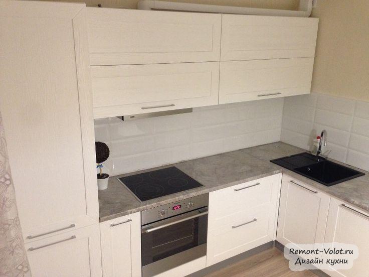 Угловая кухня из белого массива