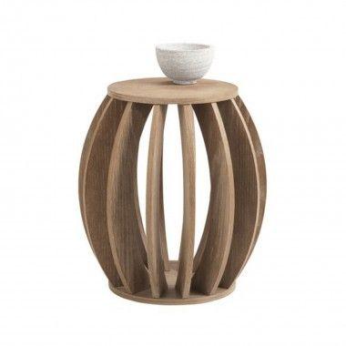 Table d'appoint en plaquage de bois au fini légerement usé et blanchi.