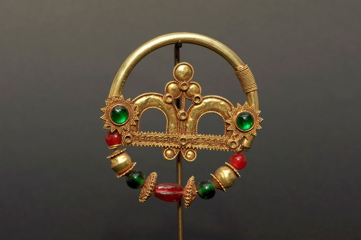 Indian gold nose ring   19th century