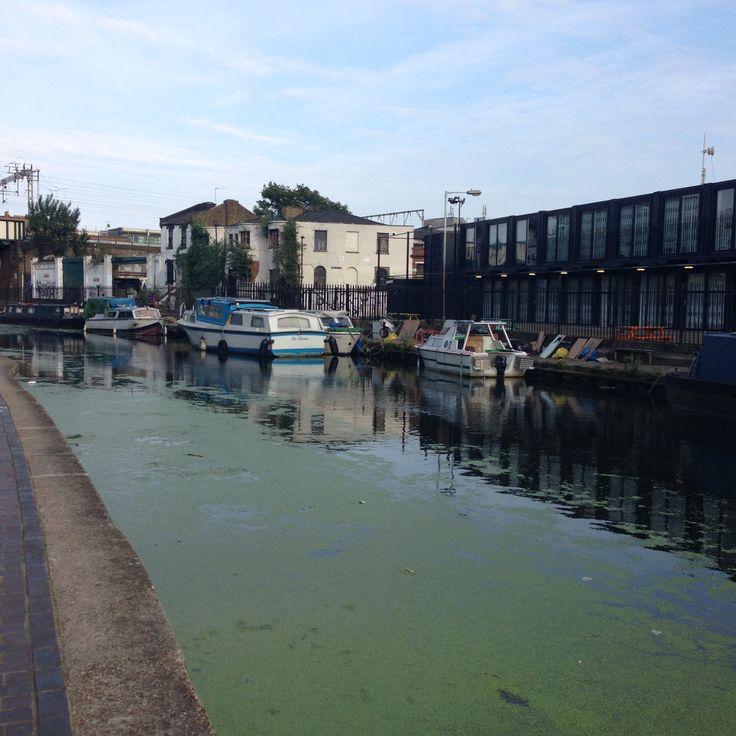 London - Regent Canal -Brodway Market - England Laetitia Chapuis