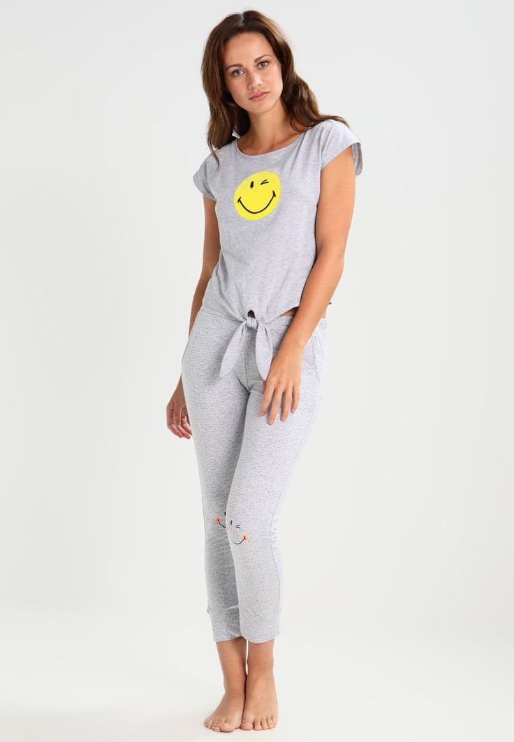 ¡Consigue este tipo de pantalón de pijama de Etam ahora! Haz clic para ver los detalles. Envíos gratis a toda España. Etam SOHO Pantalón de pijama grey: Etam SOHO Pantalón de pijama grey Ropa   | Material exterior: 95% algodón, 5% viscosa | Ropa ¡Haz tu pedido   y disfruta de gastos de enví-o gratuitos! (pantalón de pijama, pijama mujer, pantalón de pijama, pajamas, pijama, sleepwear, pyjama, short pyjama, sweatpants, lounge shorts, pajama short, pyjamahose, parte de abajo de pijam...