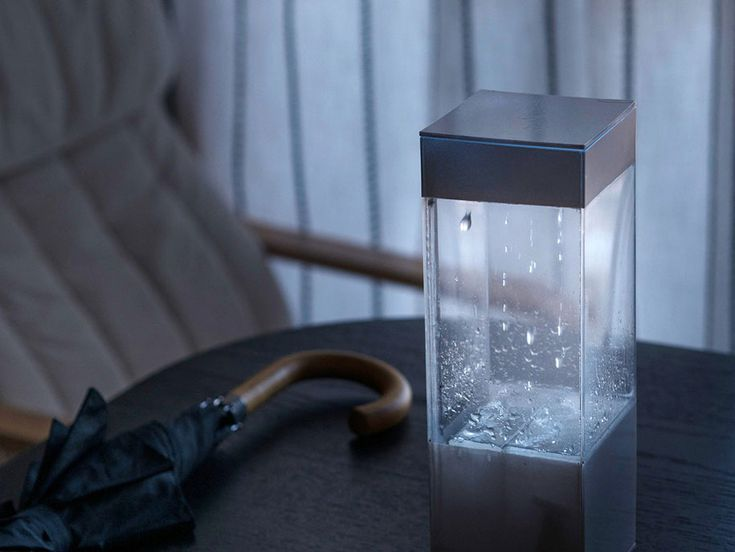 Ken Kawamoto a créé Tempescope, une boîte qui vous donne une représentation visuelle de la prévision météo de demain. La petite boîte peut-être connectée à différents services de prévisions météorologiques et ainsi, recréer en son sein le soleil, la pluie, l'orage, le brouillard et les nuages.  Bien sûr, Tempescope peut être utilisé pour la météo en temps réel, mais nos fenêtres remplissent déjà très bien cette fonction, et peut également indiquer la météo de n'importe quel endroit.