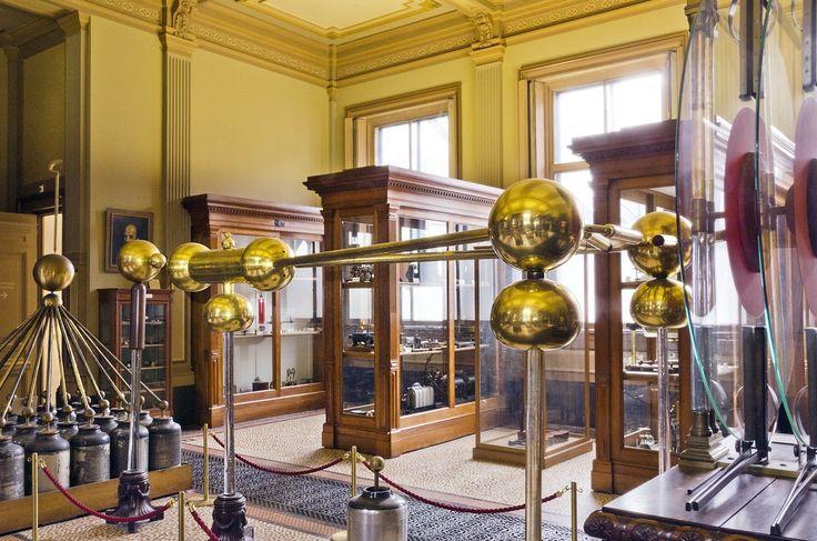 Grote Elektriseermachine met Leidse flessen, naar Van Marum — Teylers Museum