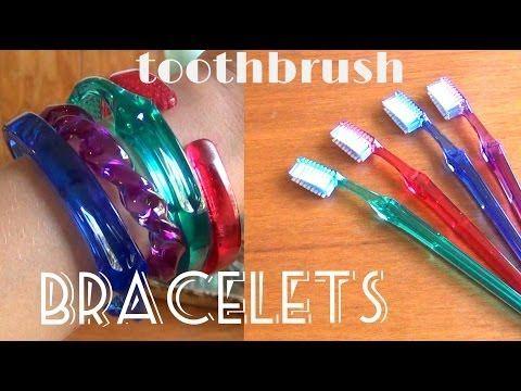 Brazaletes con cepillos de dientes reciclados | Aprender manualidades es facilisimo.com