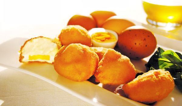 Huevos rebozados con bechamel