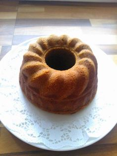 Tämä kakku on helppo tehdä ja mikä parasta se on taivaallisen hyvää ja kostea sisältä. Olen tehnyt muutaman kerran, säilyy jääkaapissa n.viikon.     100 g tummaa suklaata 2 ½  dl perunajauhoja  1 tl...