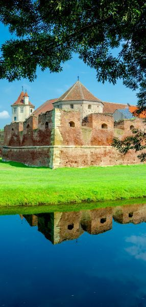 The FAGARAS FORTRESS was initially built of wood, and in 1539 it was partially reconstructed. Today is one of the most well preserved medieval castles in Romania. | Discover Amazing Romania through 44 Spectacular Photos