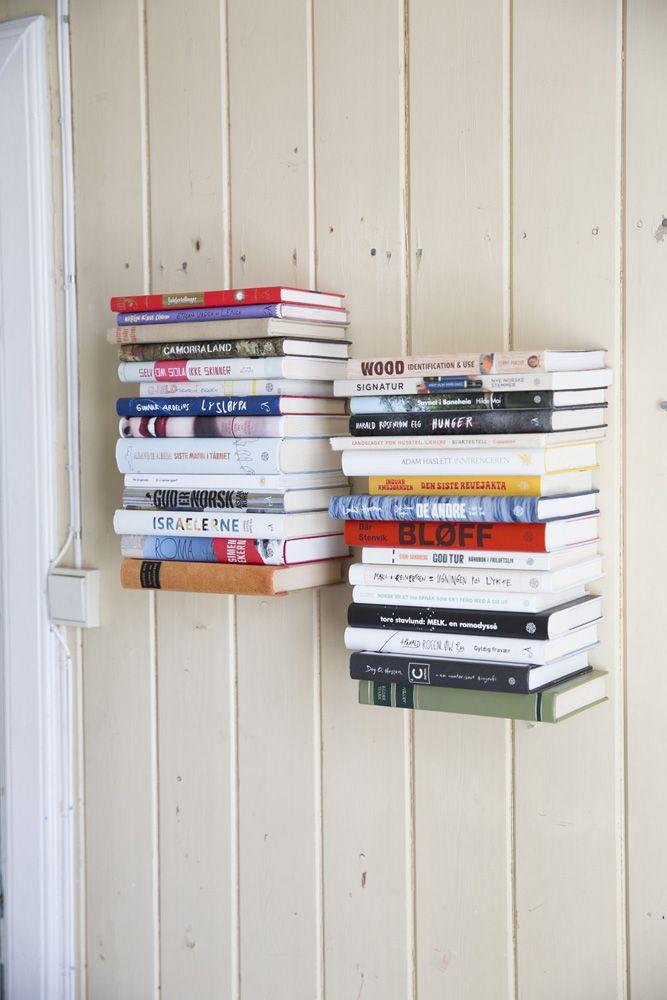 Bokhylle laget av en bok / Bookshelf made from a book. Built by Eivind Stoud Platou Photo: Colin Eick From the book «Bygg selv – håndbok i hjemmesnekring av møbler», Kagge forlag (2016)