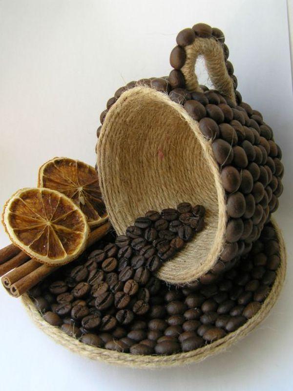 Indrazneste si realizeaza obiecte decorative din boabe de cafea! Savuram cu placere cafeaua de dimineata. Dar v-ati gandit vreodata ca din boabele de cafea se pot realiza obiecte decorative minunate? Priviti! http://ideipentrucasa.ro/indrazneste-si-realizeaza-obiecte-decorative-din-boabe-de-cafea/