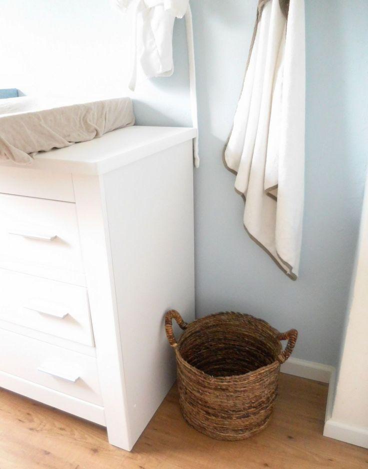 babykamer babyjongenskamer, baby slaapkamer, interieur babykamer, decoratie babykamer, rieten wasmand,
