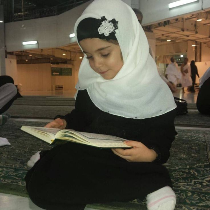Girl Reading Qur'an (Madinah, Kingdom of Saudi Arabia) #Children #People #KSA