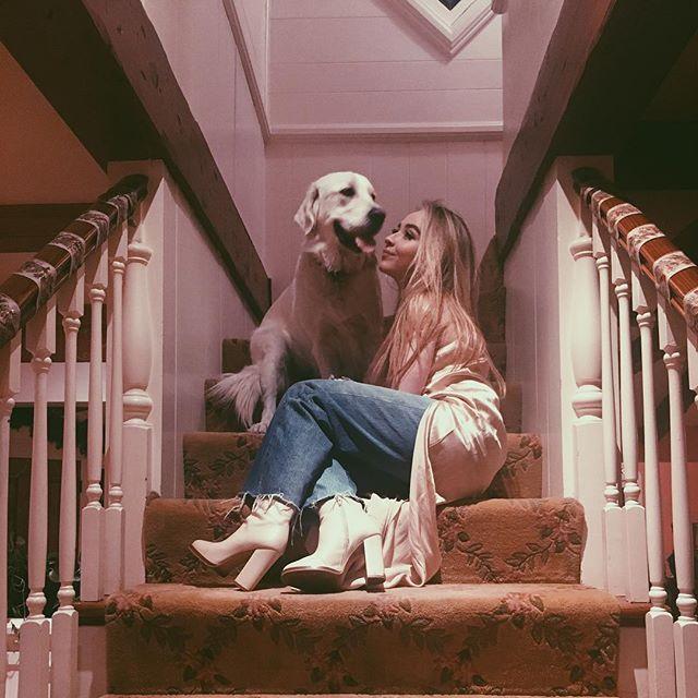 Sabrina Carpenter - Got the kisses W/O the mistletoe  Merry Christmas darling
