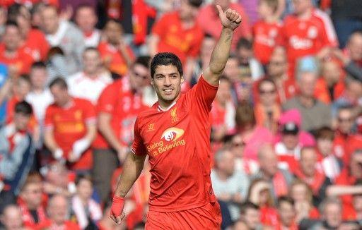13-14イングランド・プレミアリーグ第32節、リバプール(Liverpool FC)対トッテナム・ホットスパー(Tottenham Hotspur)。チームの2得点目を決め喜ぶリバプールのルイス・スアレス(Luis Suarez、2014年3月30日撮影)。(c)AFP=時事/...