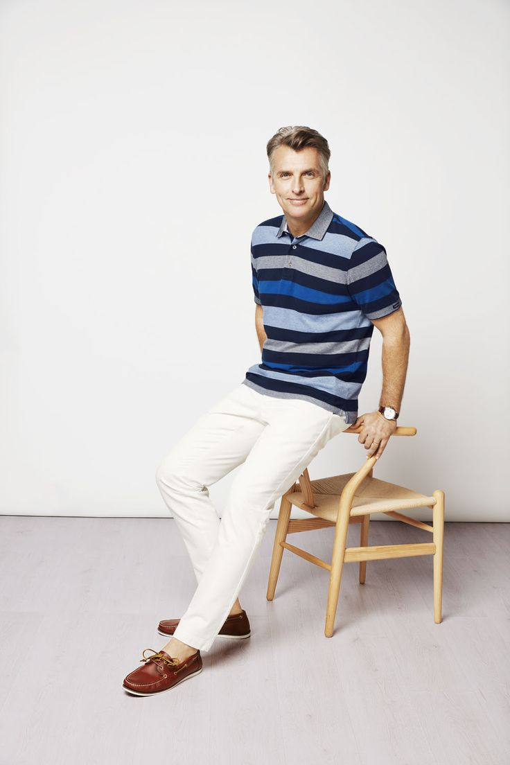 In hues of blue this soft washed pique polo will pair back perfectly with a light coloured chino to create an essential Spring look.