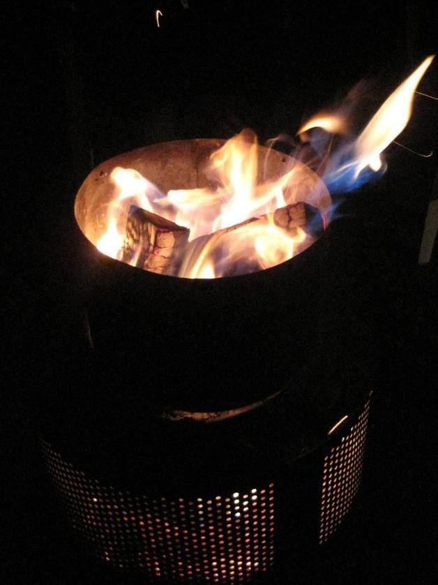 Hochwertiger Feuerkorb im Edelstahl-Design Macht sich prima als Eye-Catcher, Hingucker auf der Terrasse. Der Feuerkorb, ist extrem robust und langlebig, da die Trommel aus Edelstahl besteht, ist...